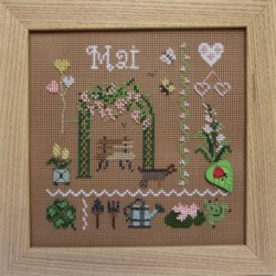 Mai. Kit broderie carton perforé.
